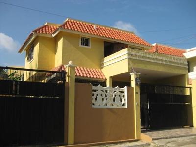 Casa Dos Niveles, Dos Portones Para Marquesina 200 Mts2 Fina