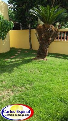 Casa Grande De Venta En Higuey, República Dominicana Cv-083