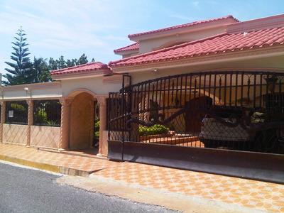 Vendo Preciosa Casa En Reparto Los Tres Ojo U$400.000 Neg